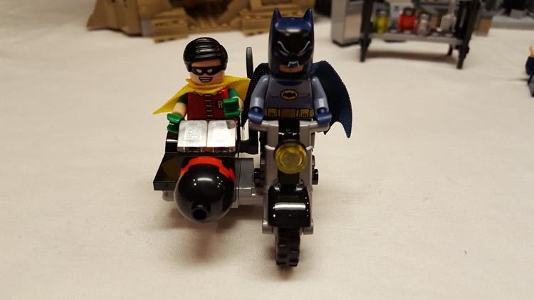 lego-76052-classic-batman-batcave-batcycle