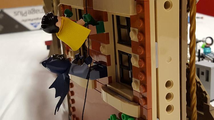 lego-76052-classic-batman-batcave-batman-robin-climbing